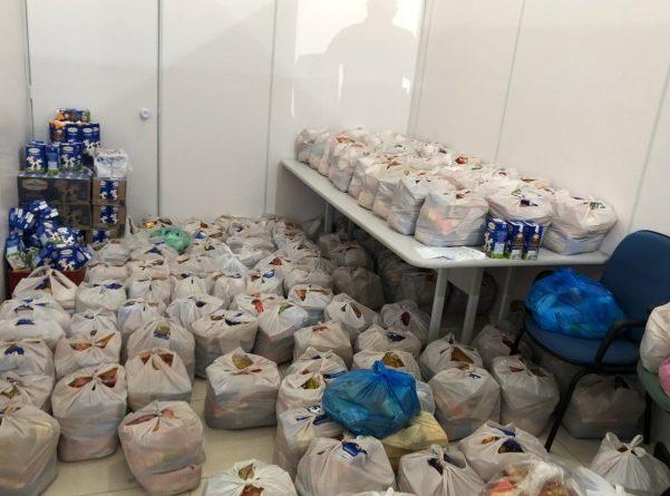 População contribui com doação de alimentos para os serviços sociais