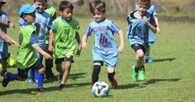 Escola de Futebol do Clube Esportivo retoma treinamentos